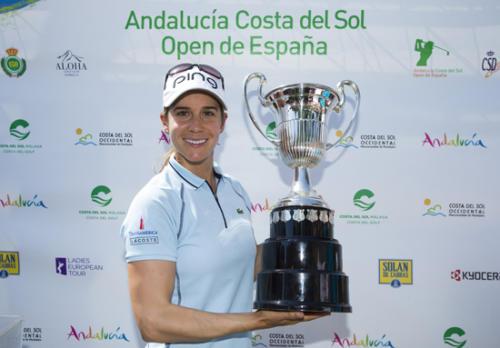 Azahara Munoz of Spain with her trophy-g